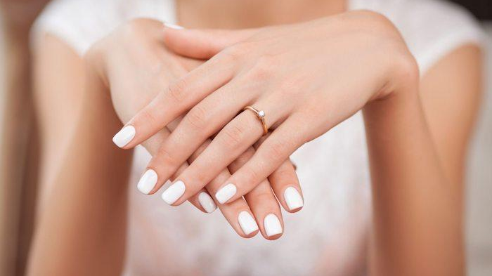 110-082016-gel-nail-polish-mistakes_700x400
