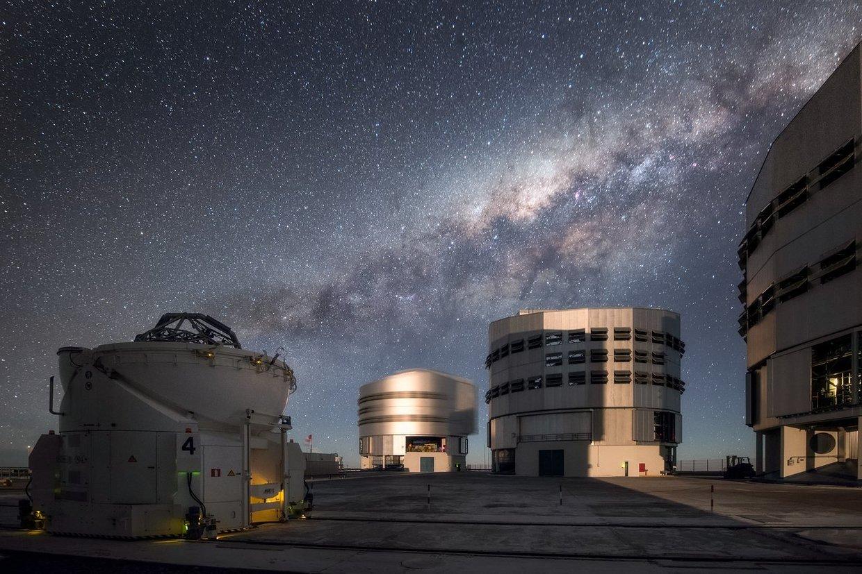 علماء الفلك يرصدون انفجار قرب الثقب الأسود على شكل وردة-1