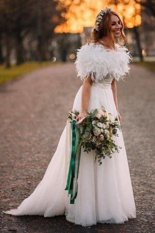 الشال لإطلالة للعروس الشتاء الهادئة