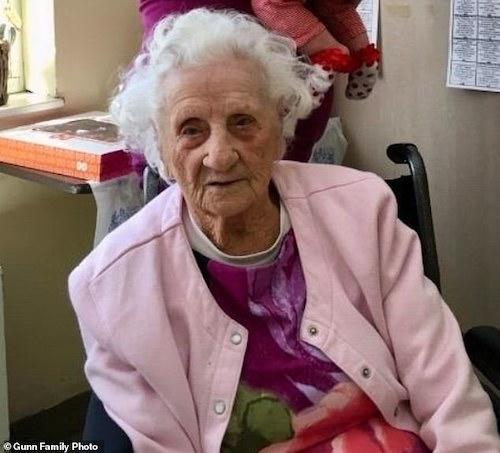 .امرأة تبلغ من العمر ١٠٣ تتغلب على فيروس كورونا