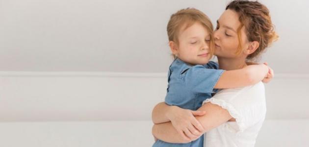 أسباب تعلق الطفل الزائد بالأم .. و نصائح لعلاج ذلك