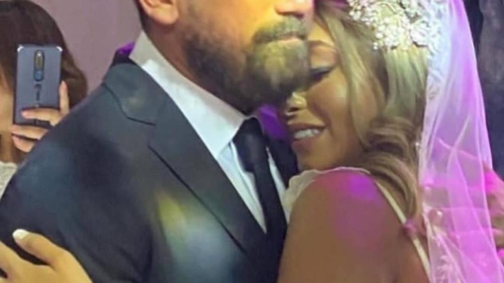 بدموع الفرح امير كرار  يحتفل بزواج شقيقته