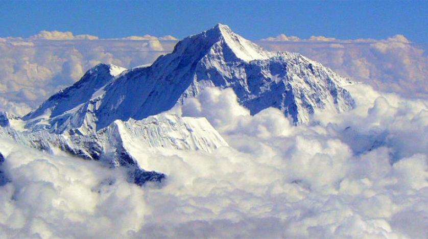 جبل إيفرست يسجل ارتفاع جديد لاعلى قمة بالعالم