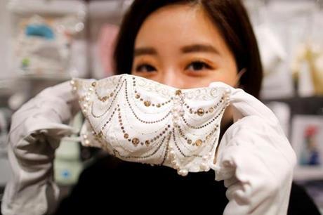 كمامات فاخرة من الماس واللؤلؤ في اليابان-3
