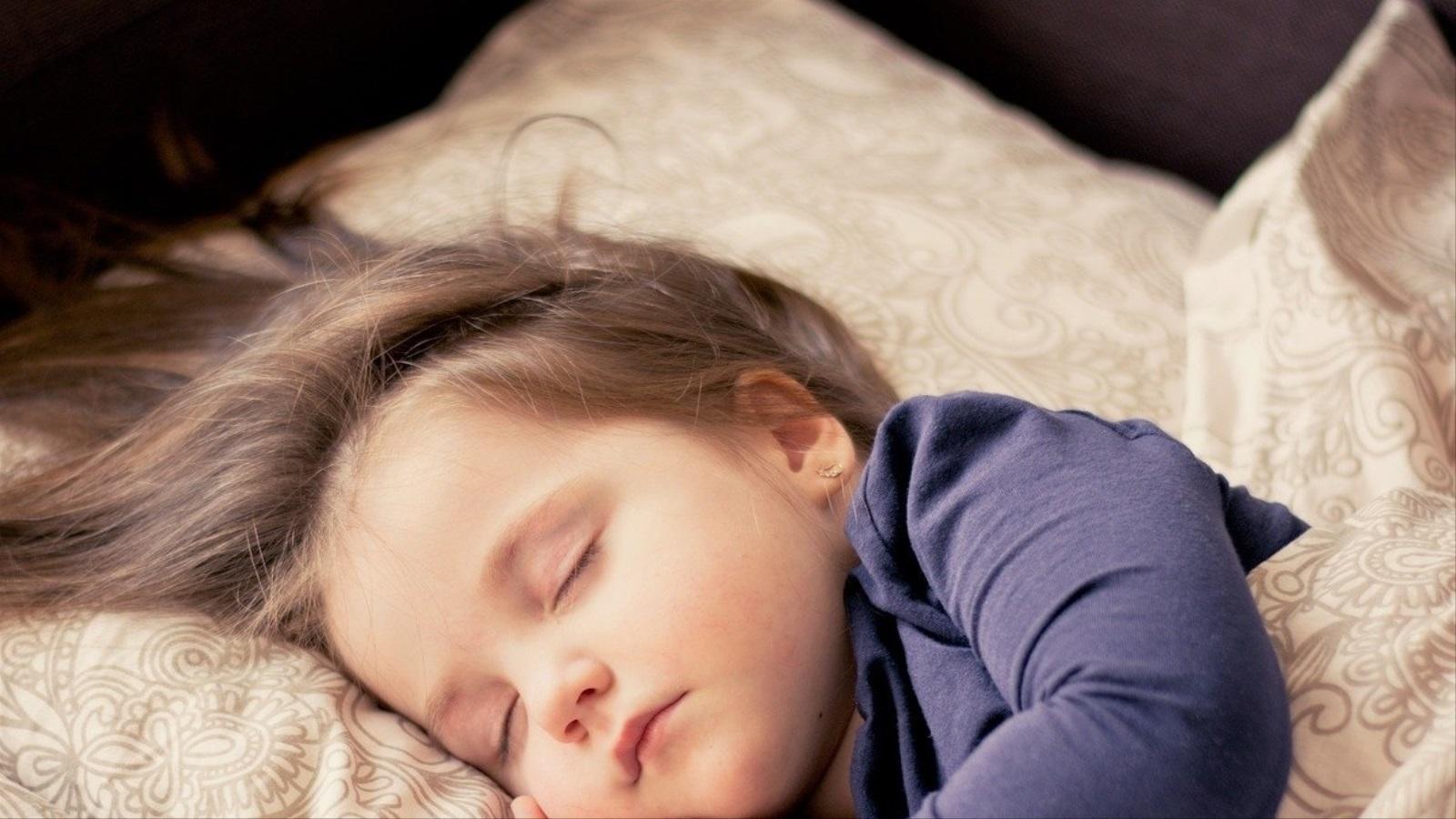 نوم الاطفال بمفردهم-1