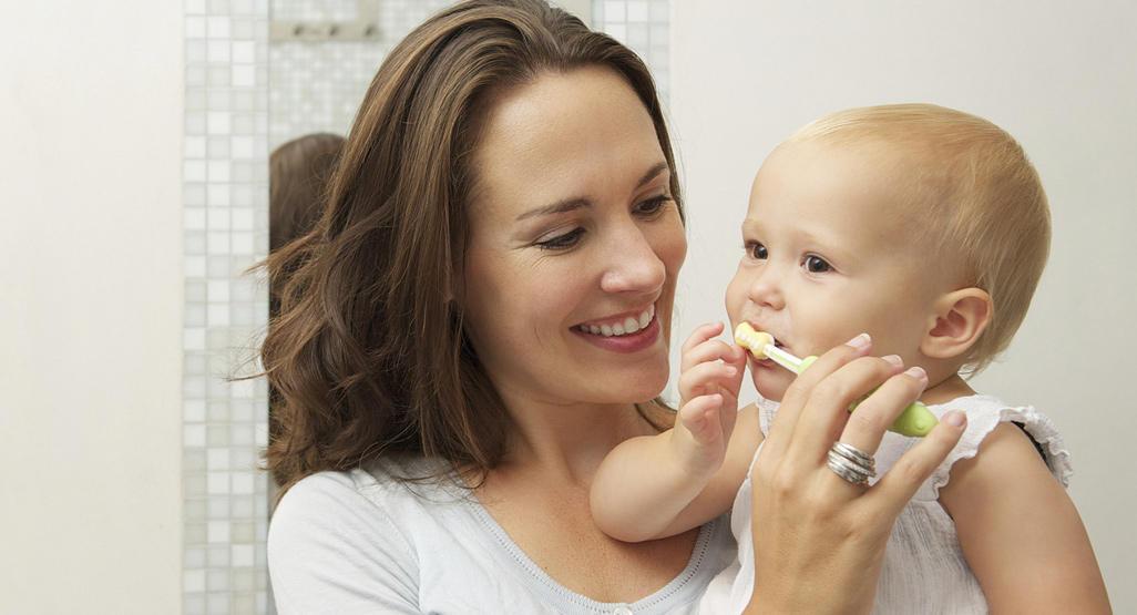 نصائح للاعتناء بأسنان طفلك في السنة الأولى من عمره 1