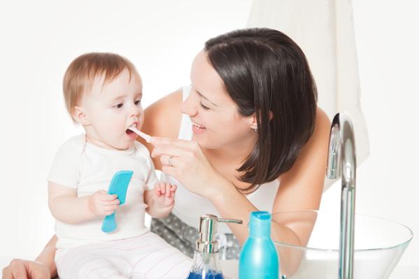 نصائح للاعتناء بأسنان طفلك في السنة الأولى من عمره 2