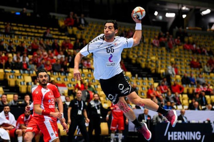 تألق النجم أحمد الأحمر يشعل مواقع التواصل بعد هزيمة مصر لروسيا في كرة اليد-2