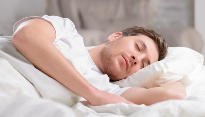 طبيب بريطاني يصحح معلومات مغلوط حول النوم 2