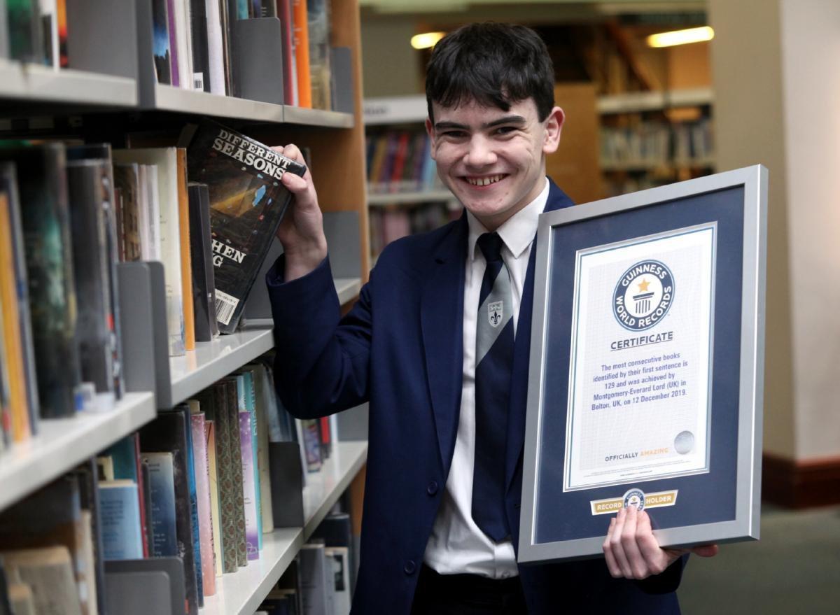 طفل بريطاني يحفظ 129 مقدمة كتاب